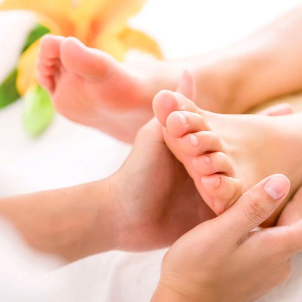 maggio Rose testa, mani e piedi, Natasa Vasovic, massaggi olistici, consapevolezza, massaggio, testa, relax, benessere, san severino marche, centro benessere, SPA, trattamenti